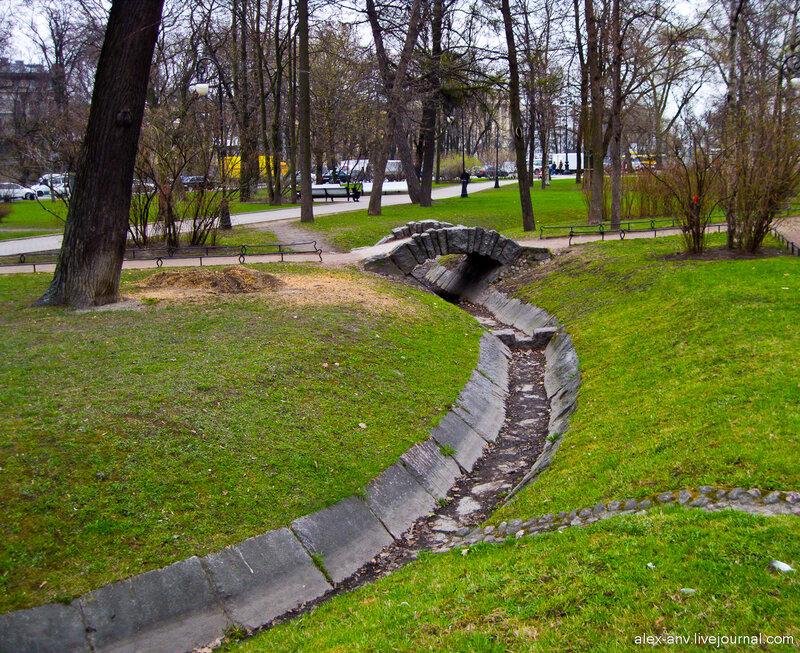 Петропавловская крепость. Ручьи заботливо облицованы камнем.