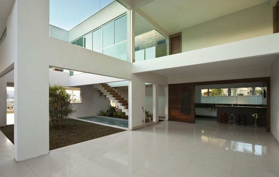 Дорогой особняк в Бразилии от Faleiro Guerra Arquitetura