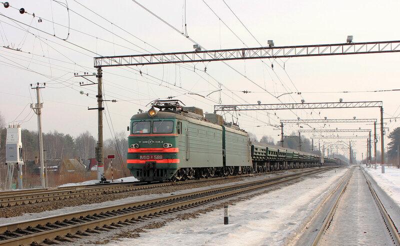 ВЛ10У-588 на станции Горы