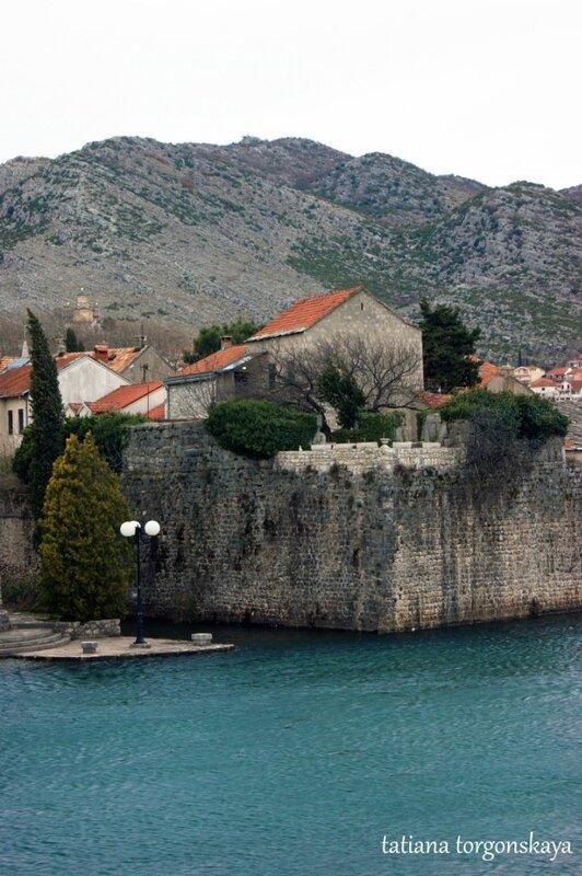 Вид на крепостные стены и Старый город
