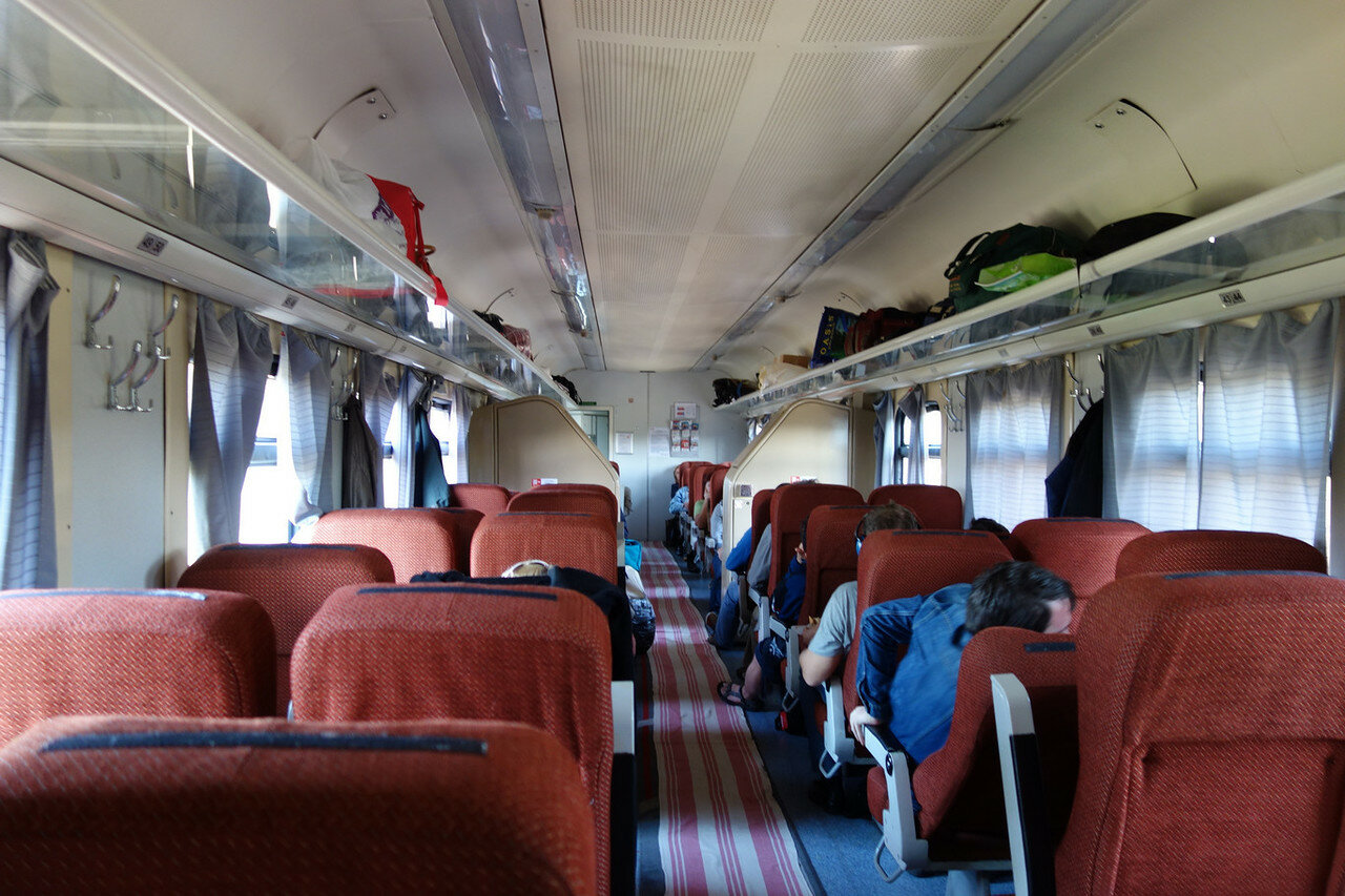 внутри сидячего вагона поезда 070 Мск-Врн