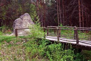 """Безымянный песчаниковый монумент на территории заповедника """"Расточье"""""""