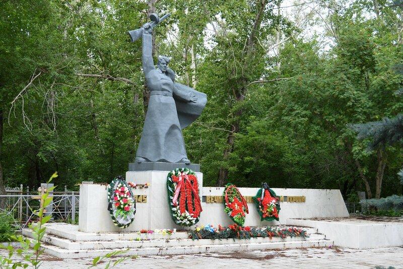"""Кладбище """"Успенское"""". братская могила."""