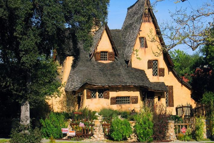 Сказочный дом в стиле Storybook