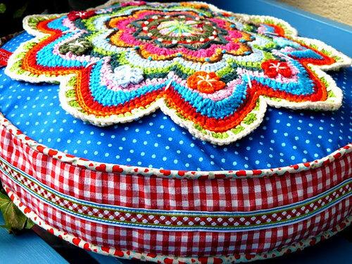 Подушки из пряжи и ткани