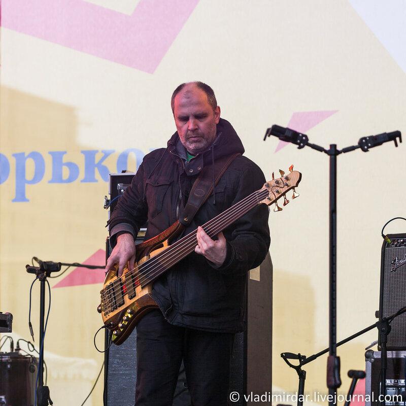 Сергей Калачёв aka Grebstel - 6-струнный лидер бас. Концерт на масленницу 22 февраля 2015 года. Парк Горького.