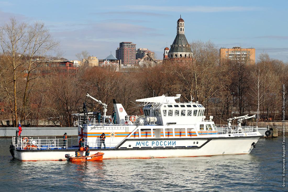многоцелевое пожарно-спасательное судно Полковник Чернышев спасательная операция человек за бортом