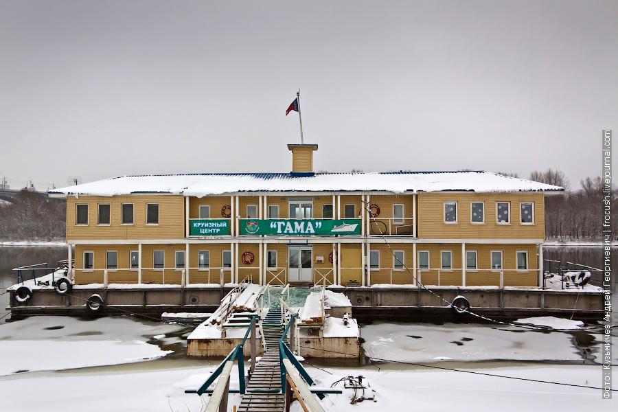дебаркадер фирмы «Гама» в Нижнем Новгороде на Оке