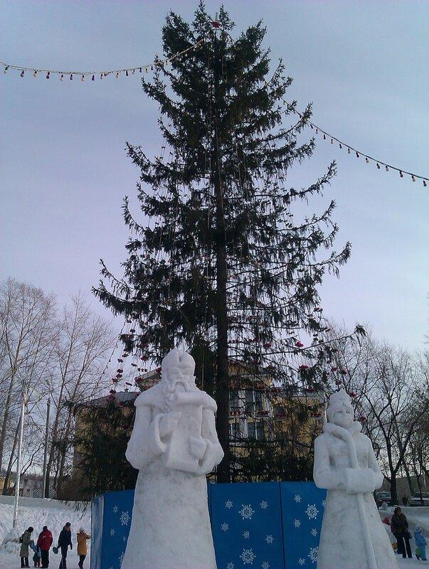 Новогодняя елка в парке на Машзаводе