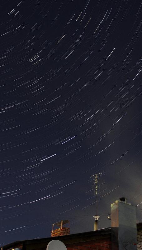 Star trails - движение Большой Медведицы. Самолет пересекает середину фотографии.