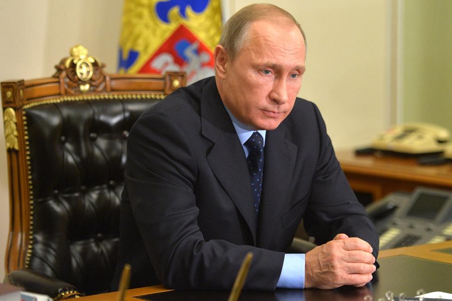 Путин с министром транспорта Соколовым, 2.11.15.png