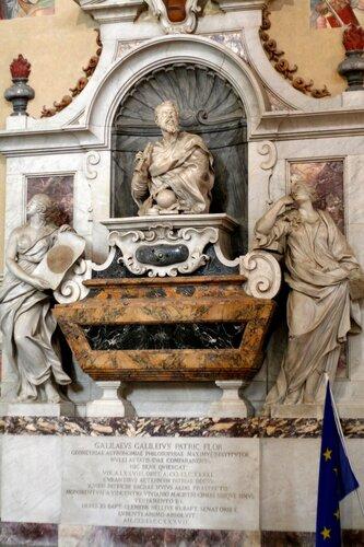 надгробье Галилео Галилея (Флоренция, базилика Санта-Кроче)