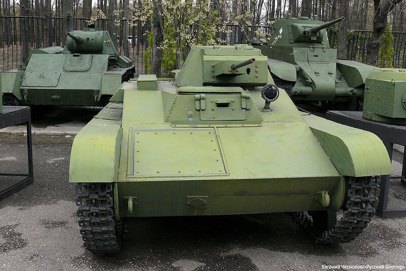 42. Музей ВОВ. 21.04.15.70.малый танк Т-60.1941-1942..jpg