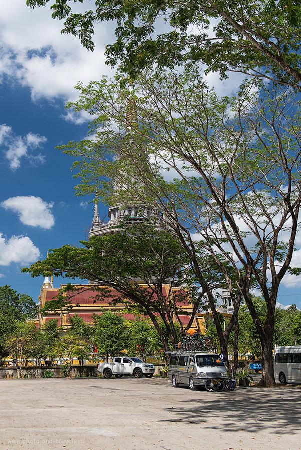 Фото 2. Чеди напротив храма Wat Tam Suea в провинции Краби. Отчет об отдыхе в Таиланде дикарем (100, 38, 8.0, 1/200)