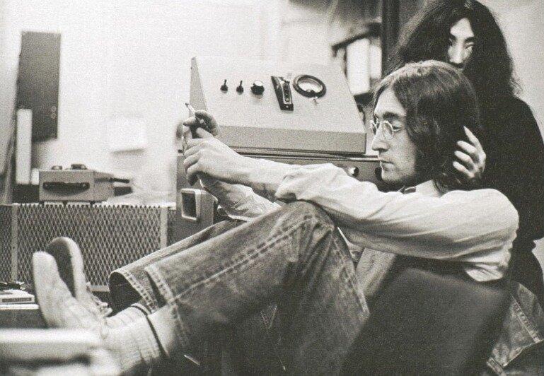 John Lennon and Yoko Ono by Linda