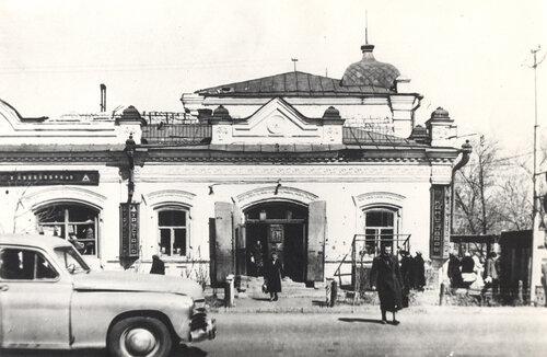 Так выглядело здание Яушевского пассажа до реконструкции. 50-е годы