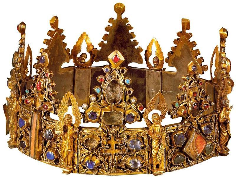 Короны царственных особ