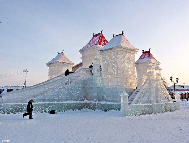 Замок изо льда (горка)