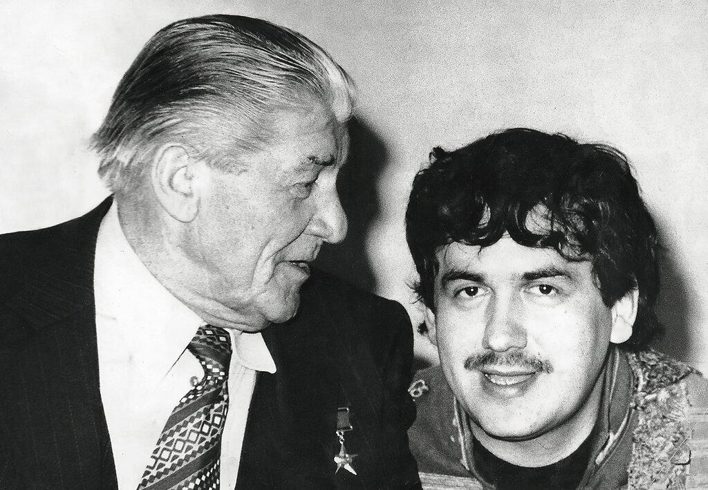 "На концерте ""Товарищ кино"". Николай Крючков и Станислав Садальский."