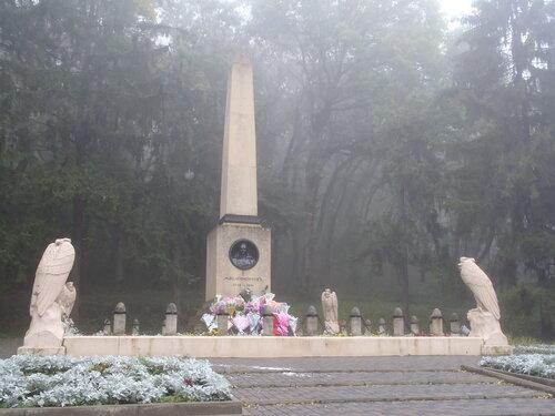 обелиск на месте дуэли поэта