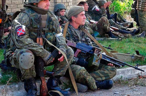 Сегодня, начиная с 5.00 утра, в больницы Донецка начали массово везти раненых и 200-х боевиков, - волонтер