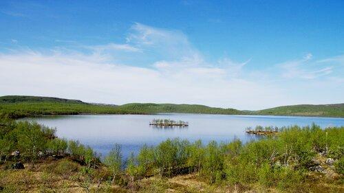 озеро среди сопок
