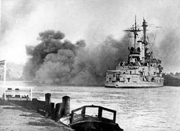 schleswig_holstein_firing_gdynia_13.09.1939.jpg