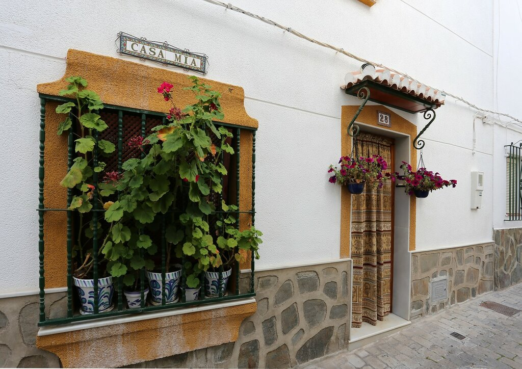 Альмуньекар. Старый город. Улица Антигуа (Calle Antigua)