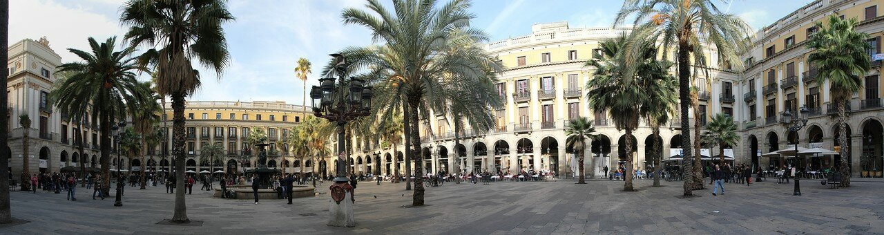 Barcelona. Plaça Reial. Panorama