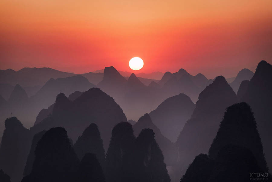 Красивейшие виды китайского города Гуйлинь в утреннем тумане
