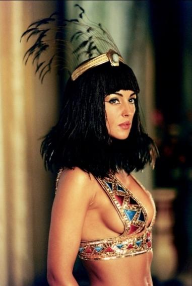 Клеопатра всегда точно знала, чего хочет от нее мужчина и могла ублажить кого угодно. При этом,