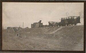 Вид разрушенных вагонов бронированного поезда.