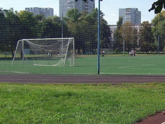 НаУралмаше начетырёхлетнего мальчика упали футбольные ворота. Ребёнок вреанимации