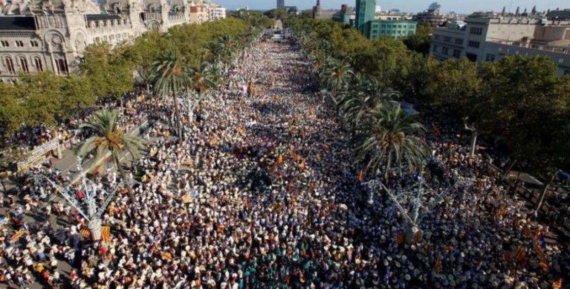 Сотни тыс. граждан Каталонии вышли надемонстрацию занезависимость отИспании