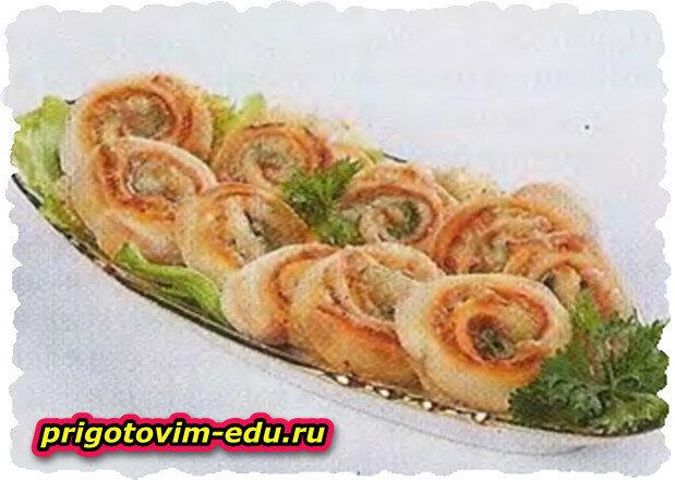 Острые рулетики с сыром сулугупи