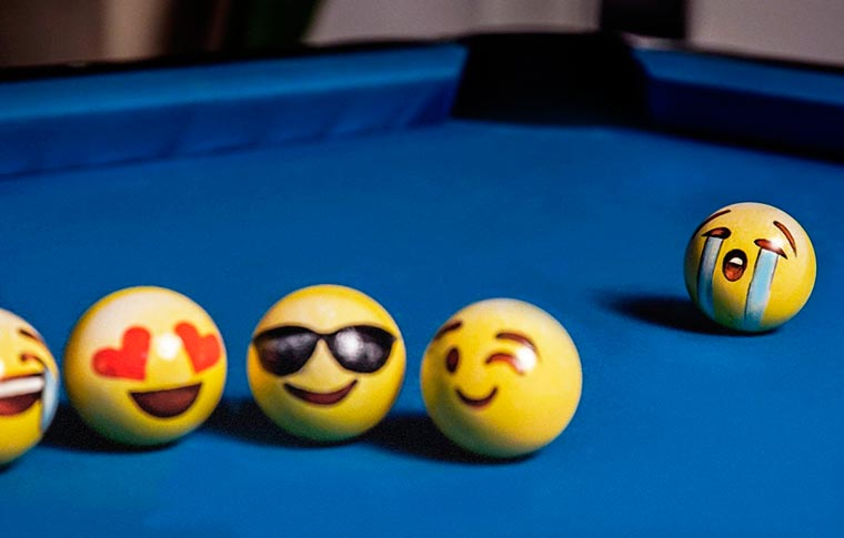 Poolmoji - Playing billiard with emoji