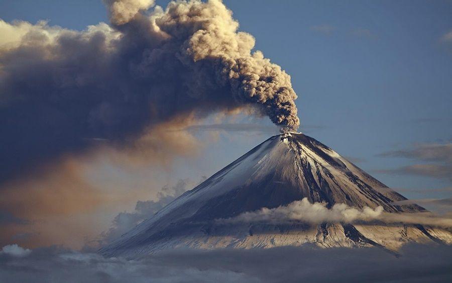 Фото— вулканы Камчатки: путешествие на вертолете и подсчет действующих вулканов