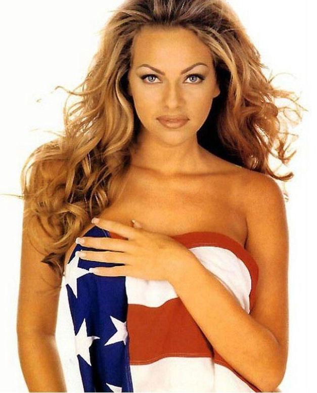 Знаменитые девушки в американском флаге - Stacy Sanches