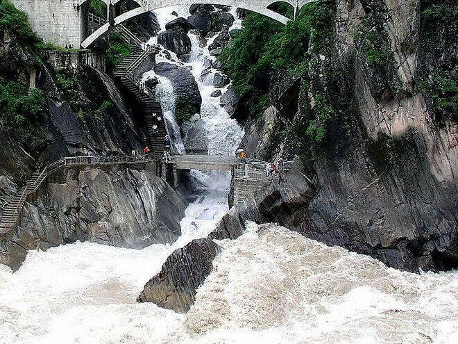 Ущелье Прыгающего Тигра. Китай