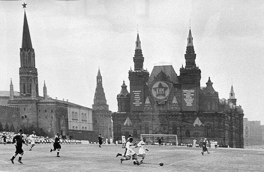 460032 Футбольный матч 1930-е.jpg