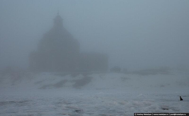 церковь в тумане