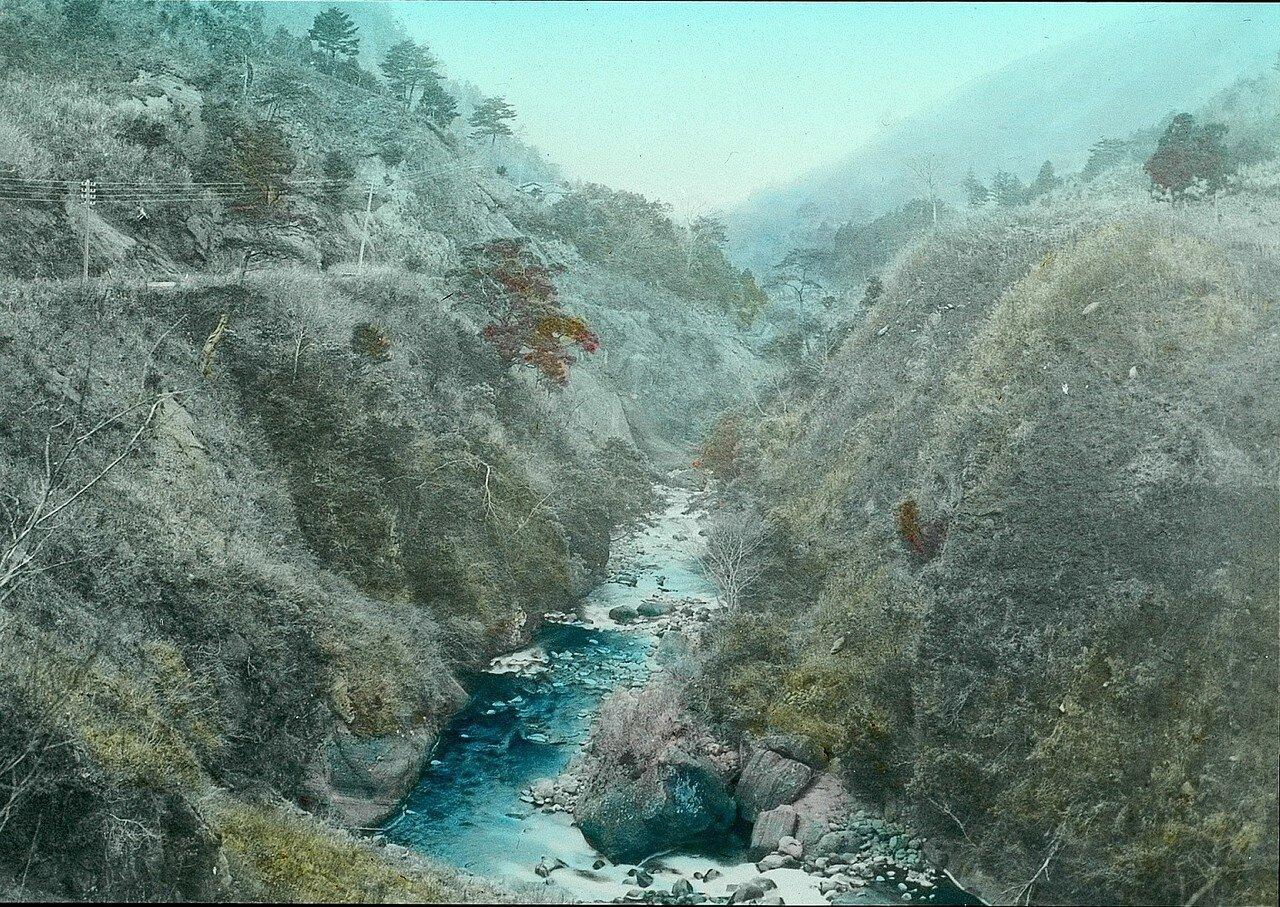 Хаконэ. Горный пейзаж с рекой