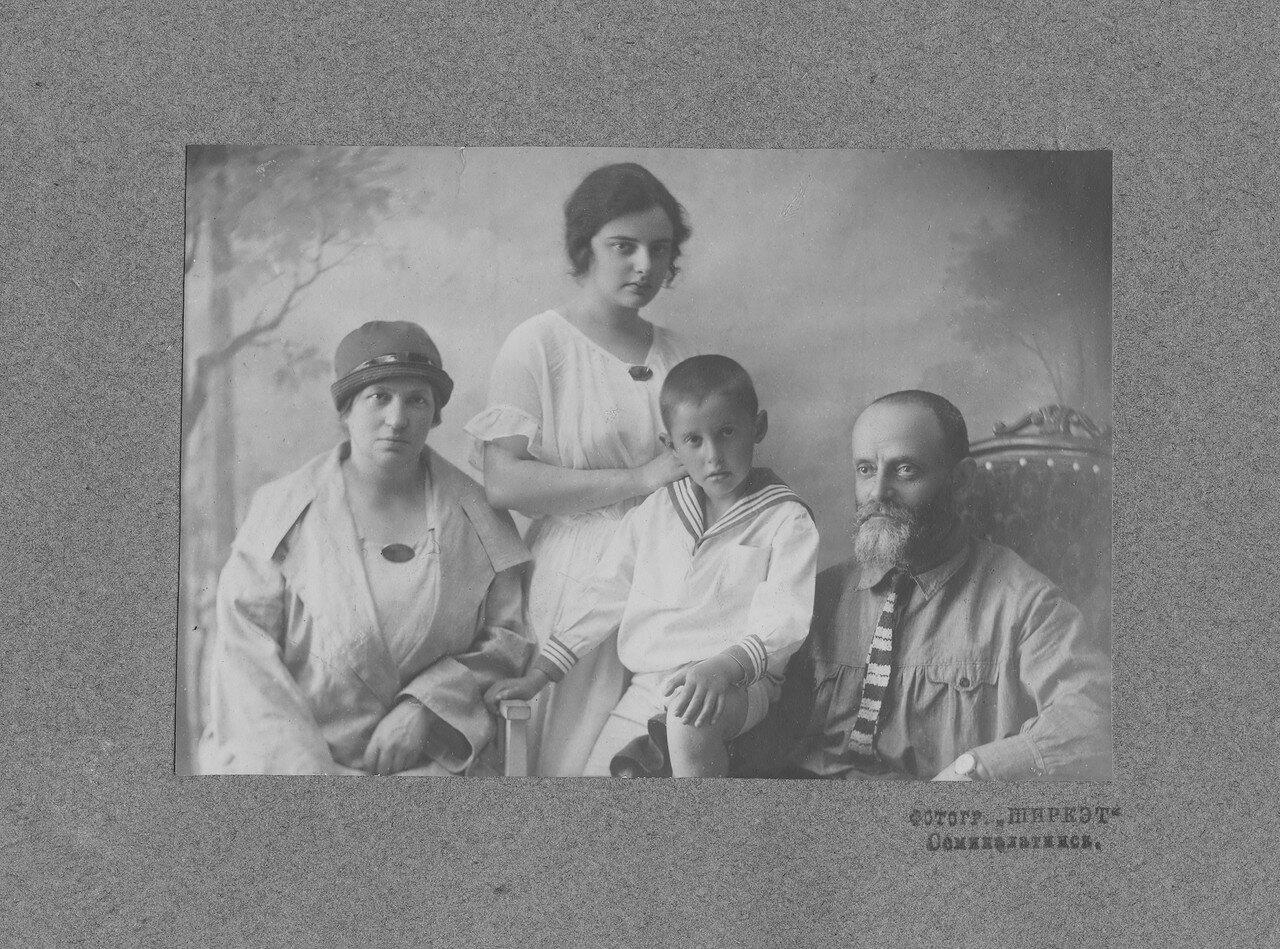 Ева с мужем и детьми. Ссылка в Семипалатинск