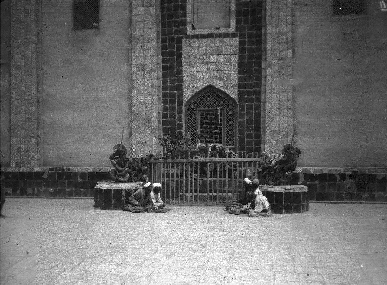 Окрестности Кашгара. Вход в мечеть и гробницу