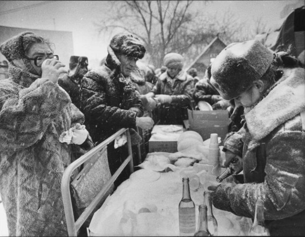 1994. Очередь за водкой