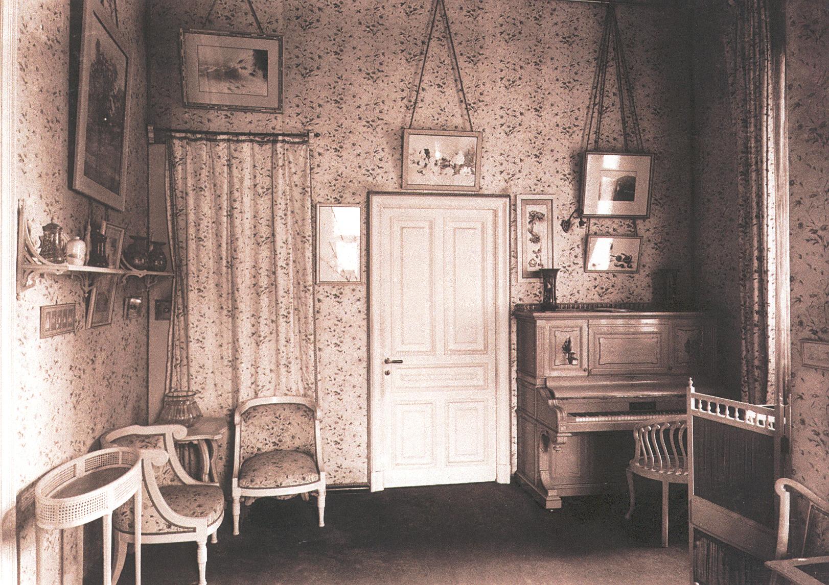 Нижняя дача. Гостиная Алексея