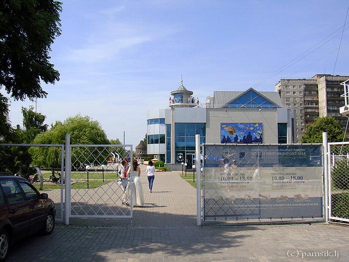 44 Здание впереди Морской музей или Аквариум.jpg