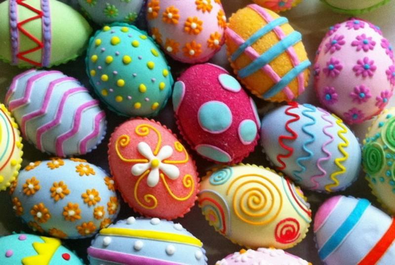 Простые способы превратить пасхальные яйца в праздничное украшение