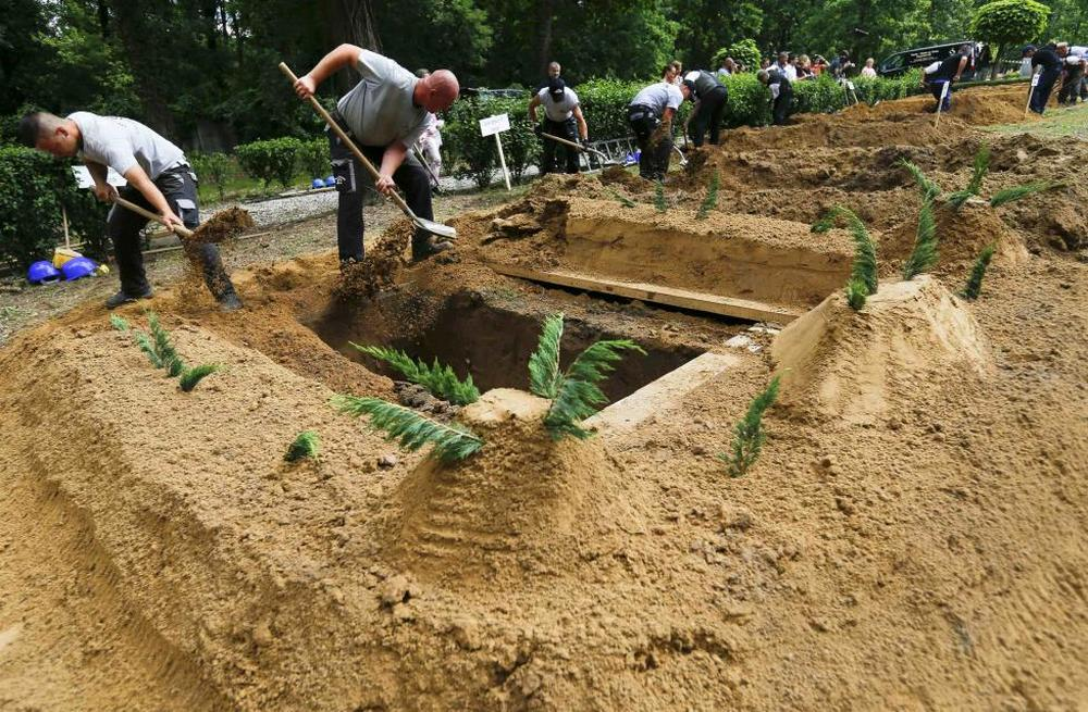 Gravediggers compete in Hungarian grave digging championship in Debrecen