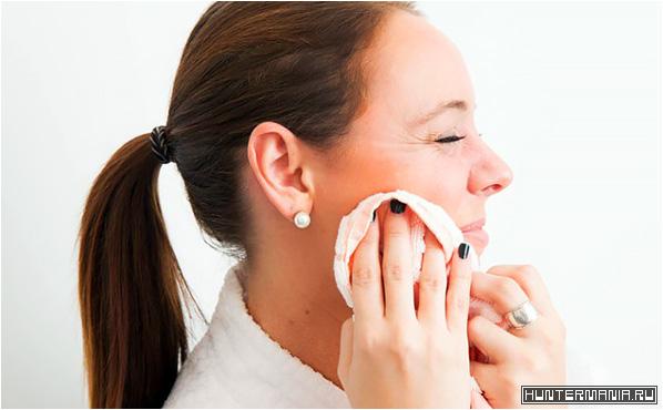 После умывания ни в коем случае нельзя тереть кожу лица полотенцем